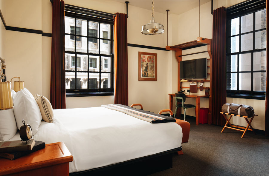 Chicago-Athletic-Association-1-King-Bed-Corner-Madison-View-1