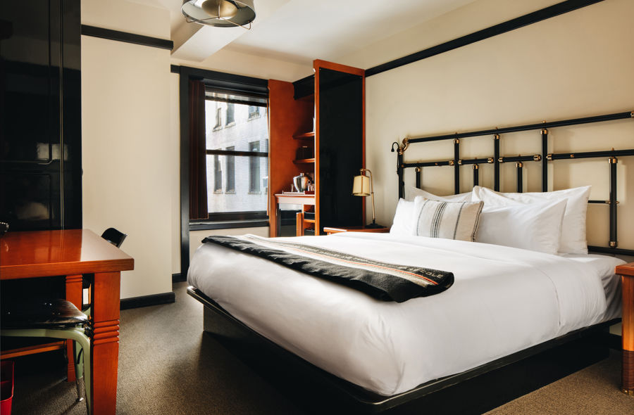 Chicago-Athletic-Association-1-King-Bed-Deluxe-