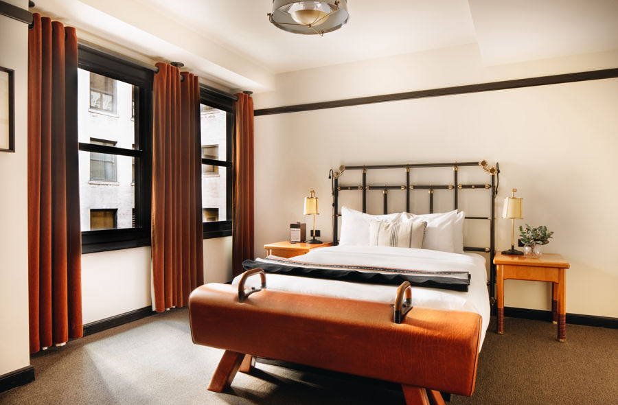 Chicago-Athletic-Association-1-Queen-Bed-