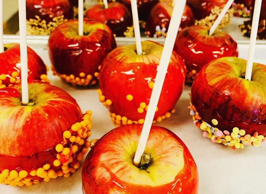 CARAMEL-APPLE-DECORATING