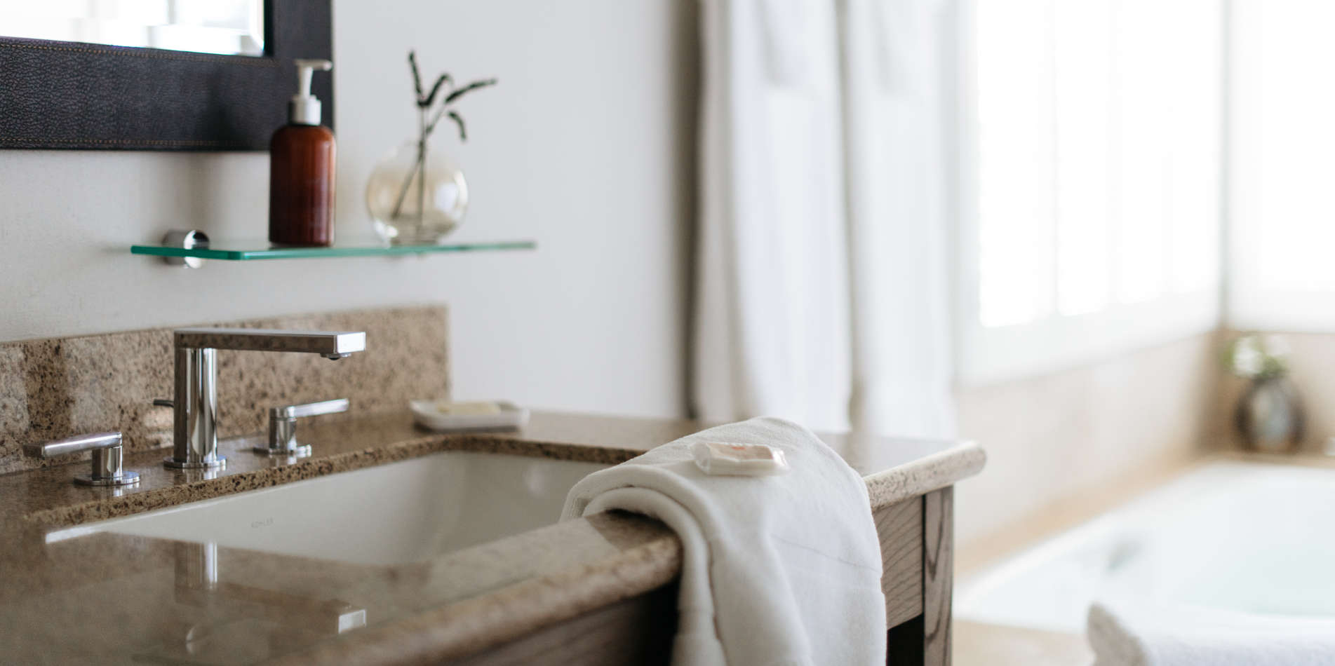 Carmel Valley Ranch_Accommodations_Hilltop Garland_Bathroom_252_6_CR