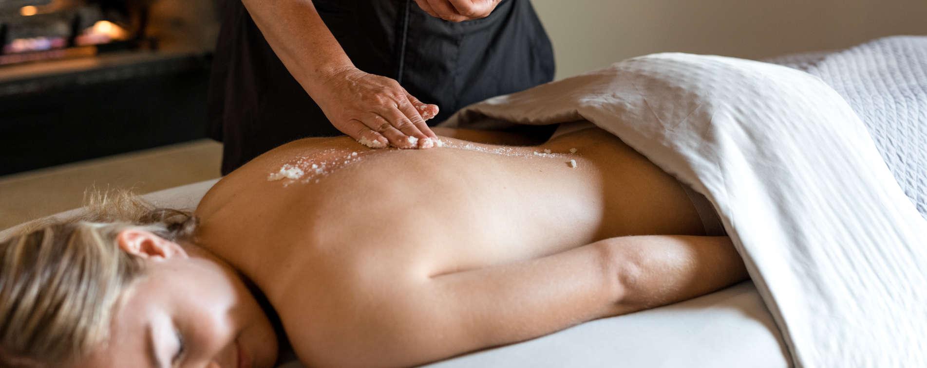 Carmel Valley Ranch_Spa Aiyana_Lifestyle_female massage_salt scrub_29_SRusso