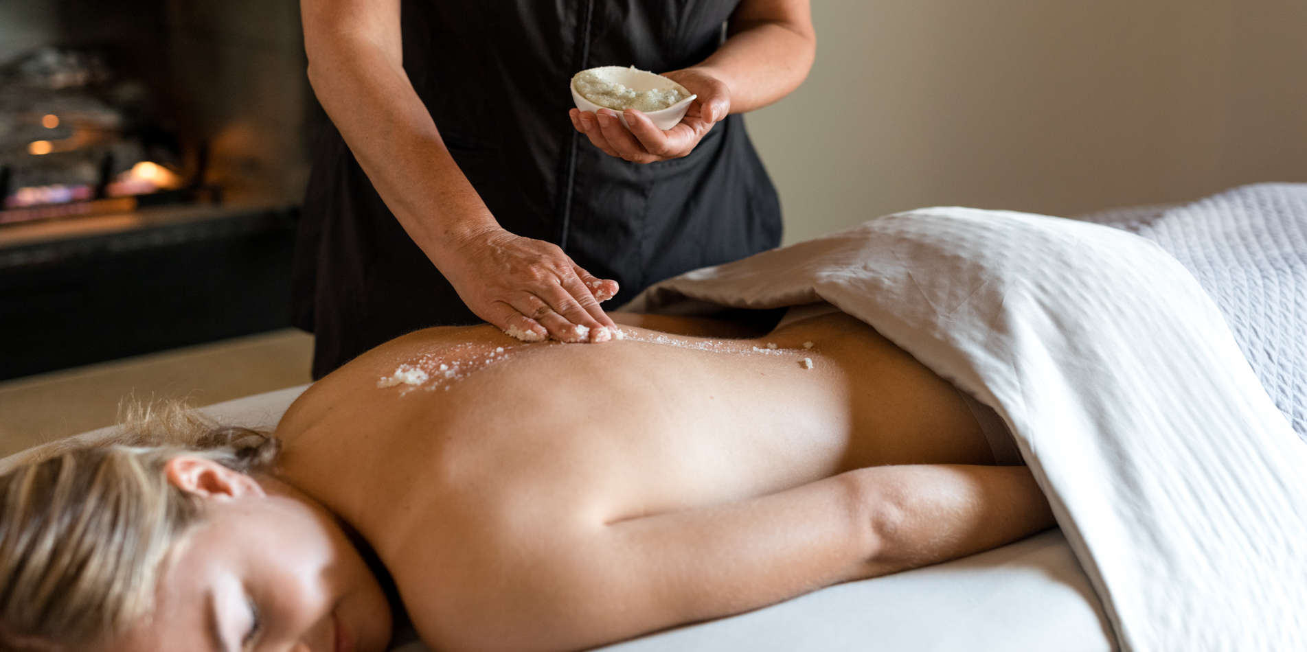 Carmel Valley Ranch_Spa Aiyana_Lifestyle_female massage_salt scrub_29_SRusso