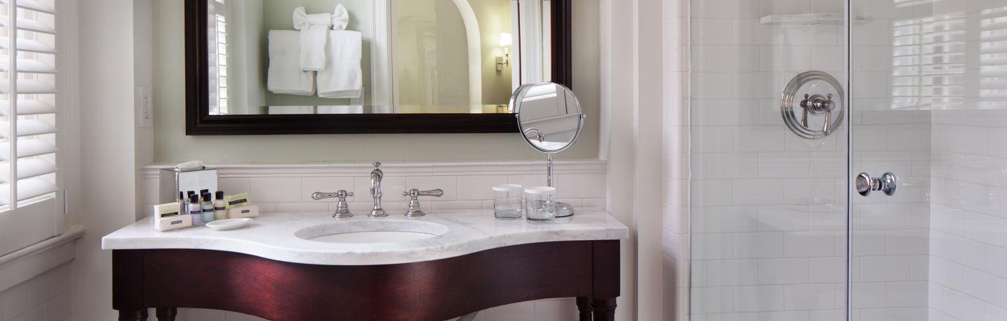 TheCarolinaInn_Guestroom_Bathroom