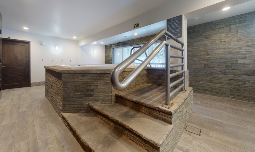 Fall-Ridge-Hot-Tub-Room-Photo-2
