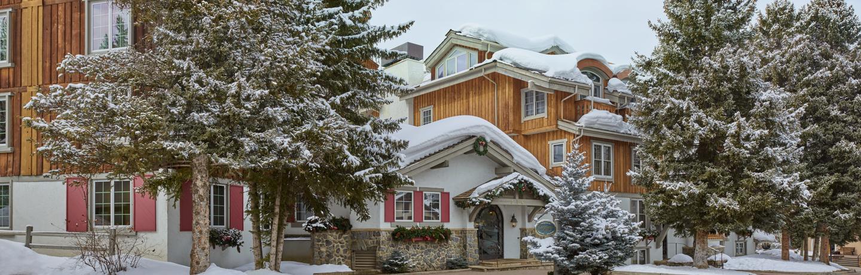 CAV_accommodations_christianialodge_winterexterior