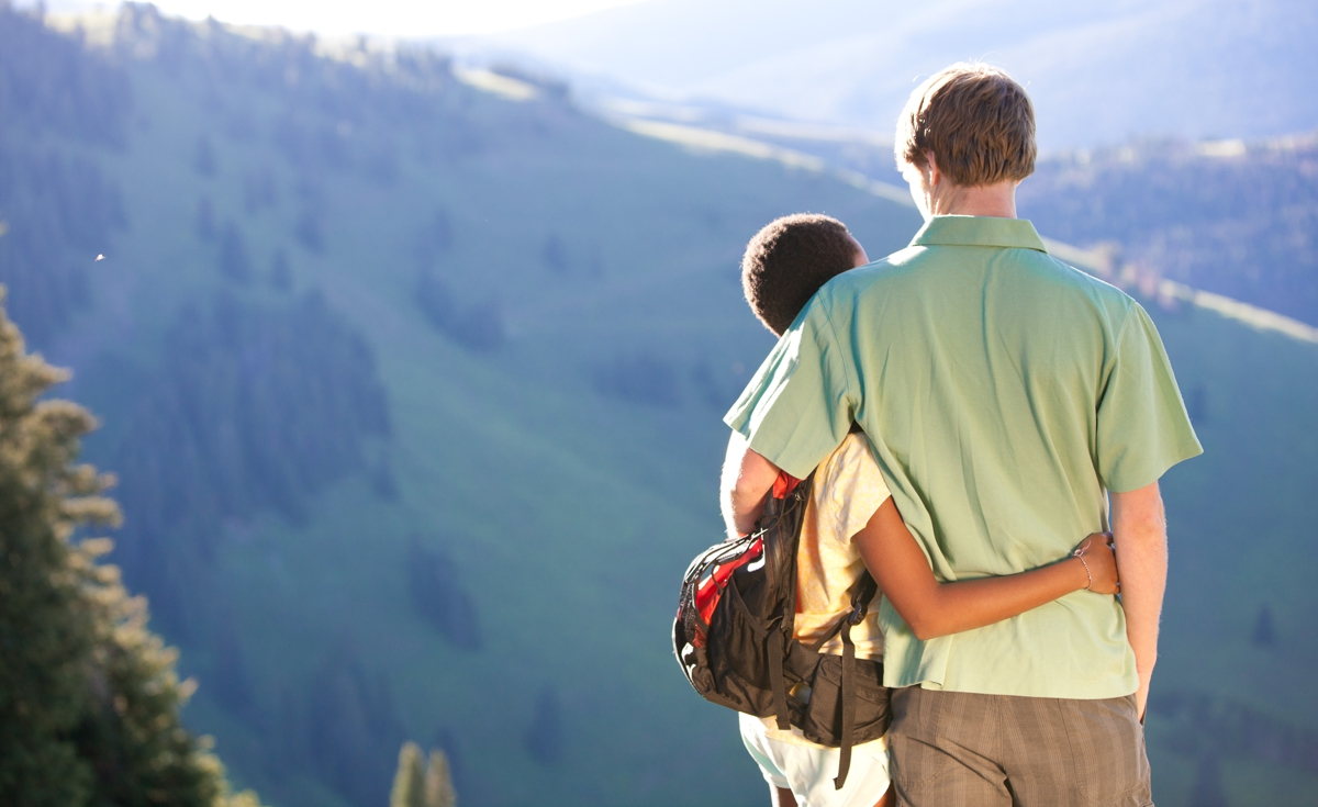 Mnaor Vail Lodge_Vail Activities_Summer_Couples Hike