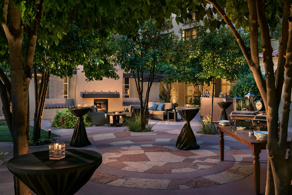 TempeMissionPalms_Exterior_Courtyard_reception_detail