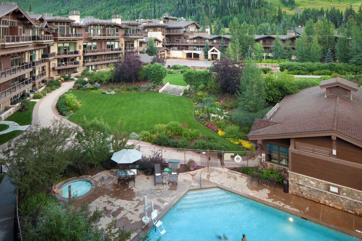 Manor Vail Lodge_Summer Exterior_2015_Gibeon Photography