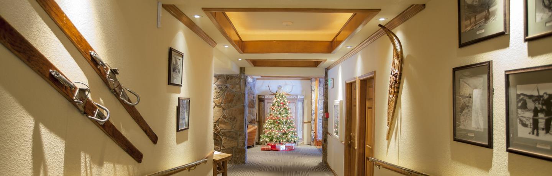 stonebridge_interior_lobby_christmas