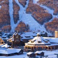 Stowe_Lodge_Ext_Winter_BaseofMtn_Signature