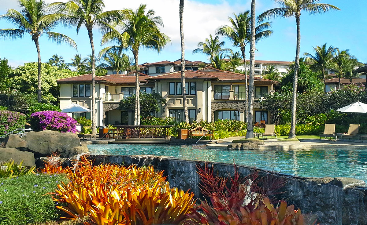 Infinity pool and villa building at Wailea Beach Villas