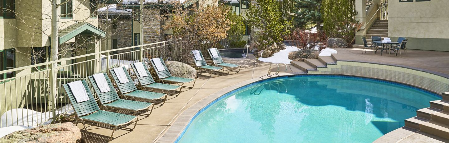 drsnowmass_accommodations_exterior_winter_tamarackpool