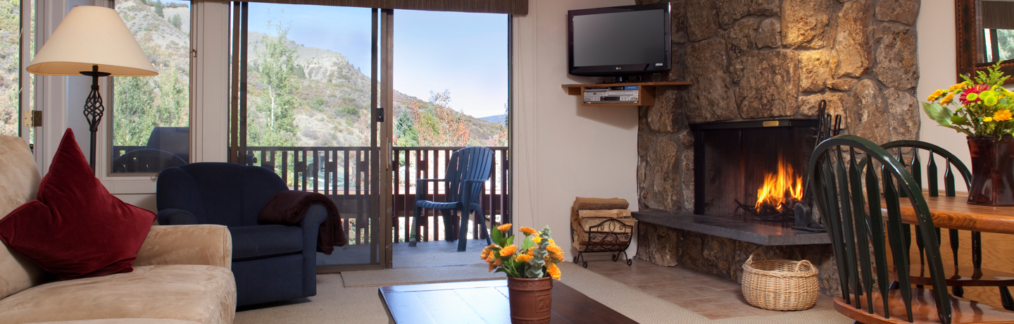 drsnowmass_accommodations_lichenhearth_livingroom