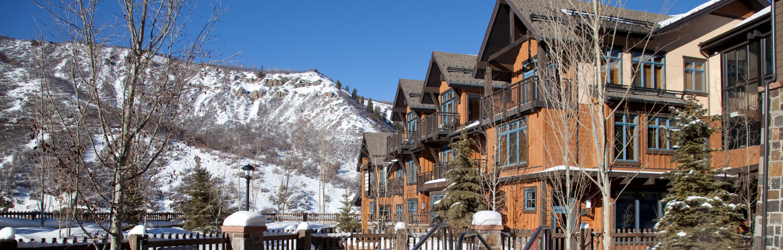 Snowmass_Base_Village_Exterior_Winter_Plaza2