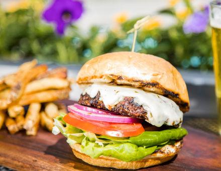 drsnowmass_dining_summer2017_burgerandabeer