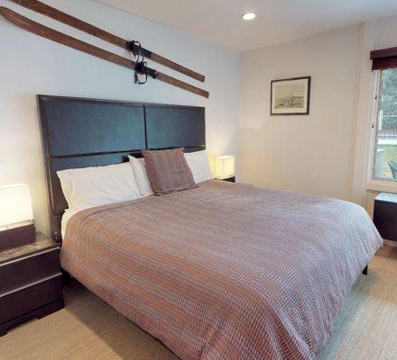 drsnowmass_accommodations_lichenhearth_1bdd_masterbedroom
