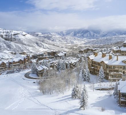 drsnowmass_accommodations_wrp_exterior_winter_drone