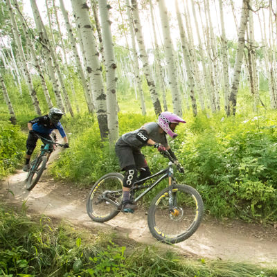 drsnowmass_activities_location_gosnowmass_mountainbiking_couple_downhill