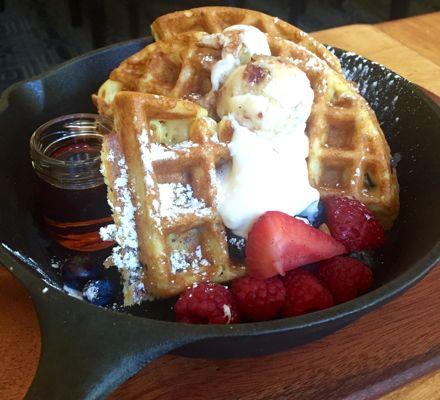 stonebridge_dining_breakfast_maplebaconwaffle