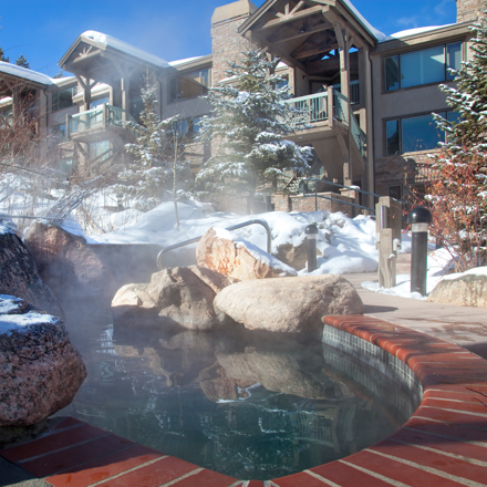 Snowmass_Terracehouse_Exterior_Hot_Tub