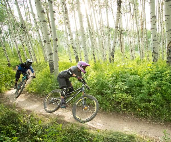 drsnowmass_activities_location_gosnowmass_mountainbiking_couple_downhill