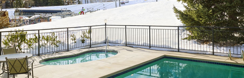 Lichenhearth pool in winter