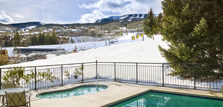 drsnowmass_accommodations_exterior_winter_lichenhearthpool