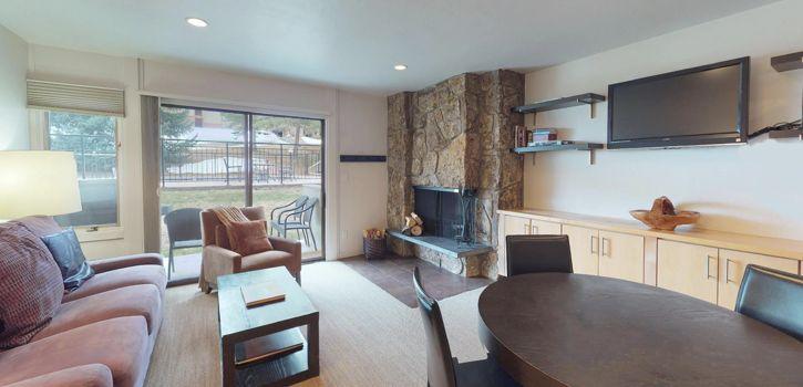drsnowmass_accommodations_lichenhearth_1bdd_livingroom2