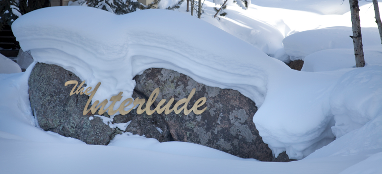 Snowmass_Interlude_Exterior_Winter_sign