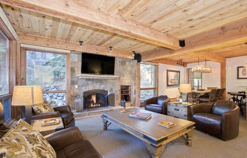 drsnowmass_accommodations_luxury_tov_trails109_livingroom