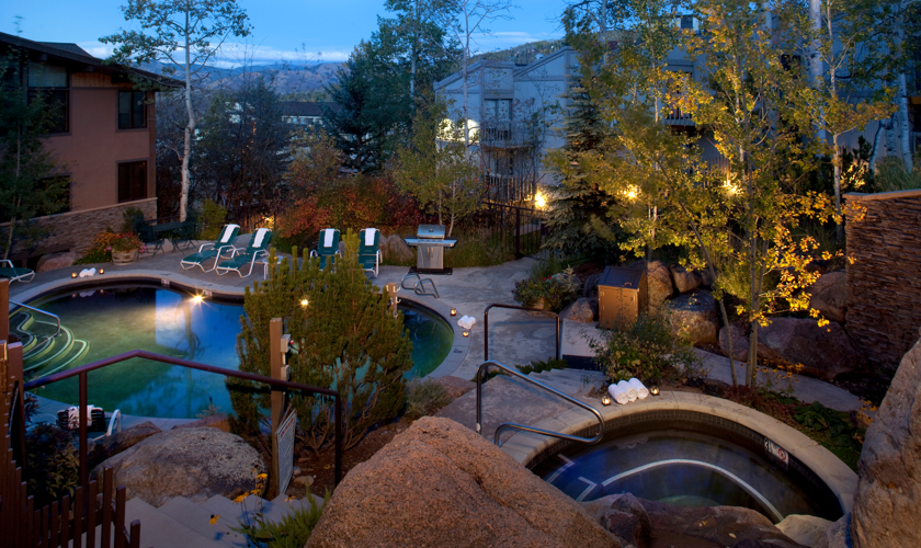 drsnowmass_aspenwood_amenities_pool_summer