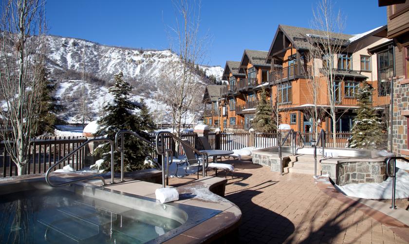 Snowmass_Base_Village_Amenities_Hot_Tub