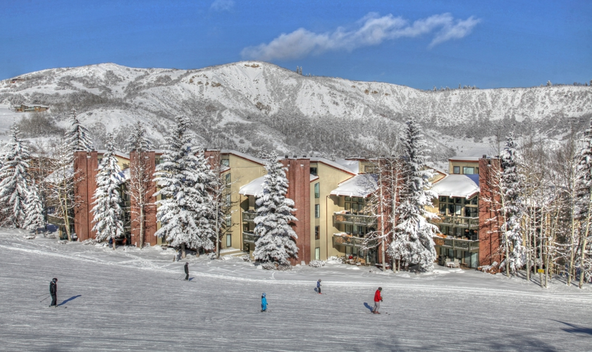 Snowmass_TOV_exterior_winter_skiers_slope