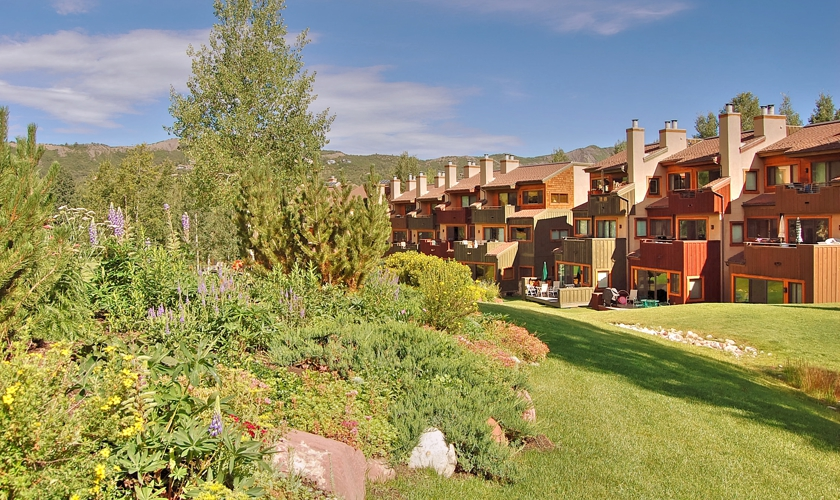 Snowmass_Villas_exterior_summer3
