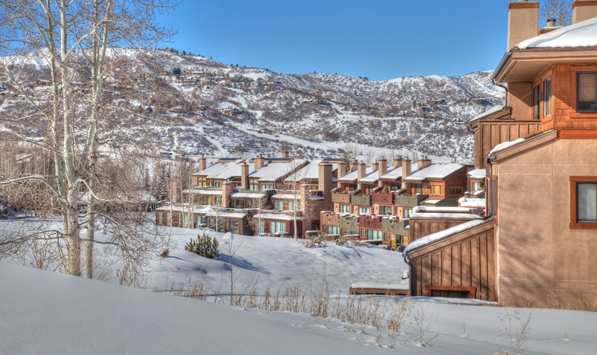 Snowmass_Villas_exterior_winter2