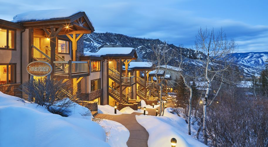 drsnowmass_accommodations_exterior_winter_terracehouse_dusk