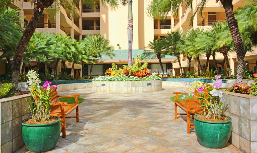 DR_Hawaii_Polo Beach_Exterior_Courtyard