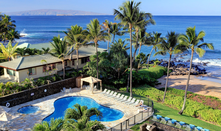 DR_Hawaii_Polo Beach_Exterior_Pool_View