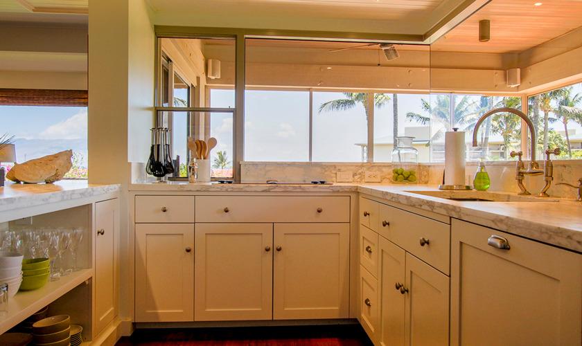 DR_Hawaii_Wailea Point_Kitchen_2301