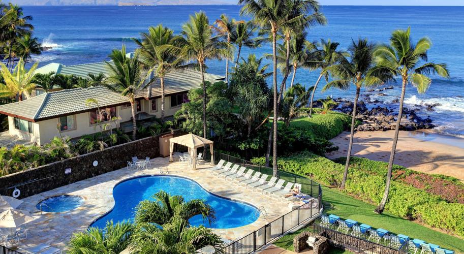 DR_Hawaii_Polo Beach_Exterior_Pool_View