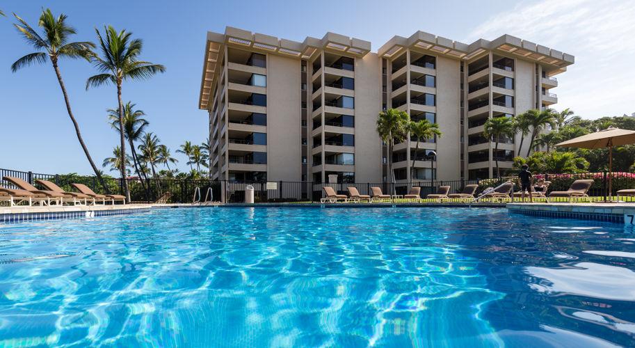 DR_Hawaii_Polo Beach_Pool_Building