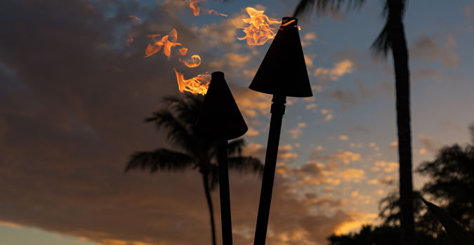 DR_Hawaii_Wailea Beach Villas_Grounds_Sunset_Tiki Torches
