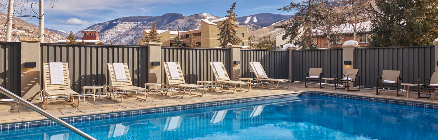 drvail_accommodations_westwind_pool_winter2020