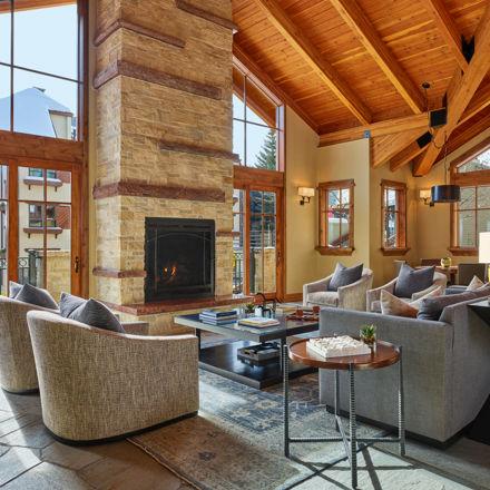 drvail_accommodations_Landmark_livingroom_winter2020