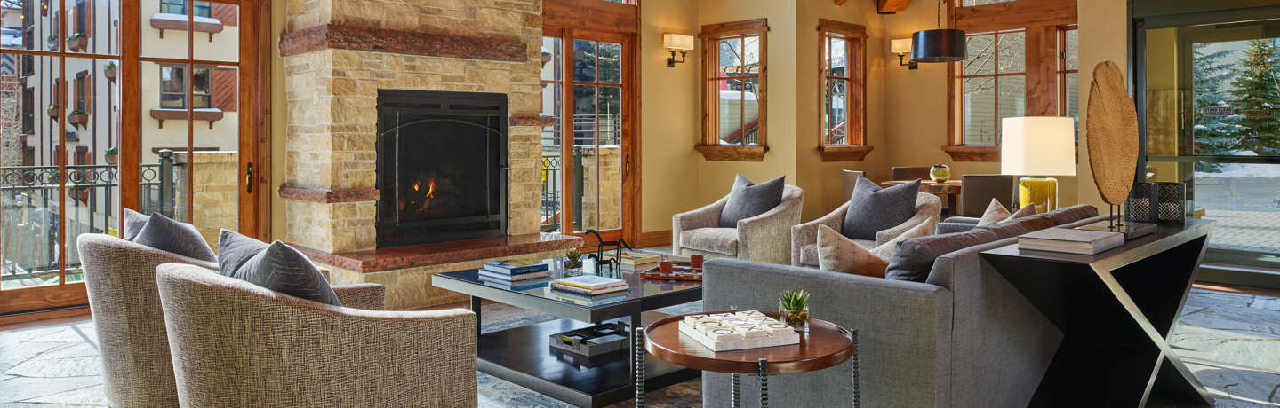 drvail_accommodations_Landmark_livingroom_winter2020