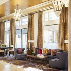 Fresh and clean lobby at Hotel De Anza