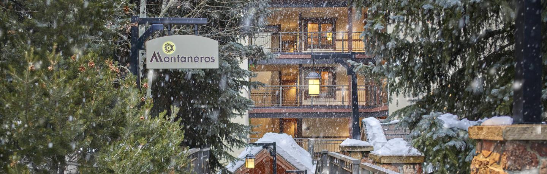 montaneros_exterior_winter_entrance