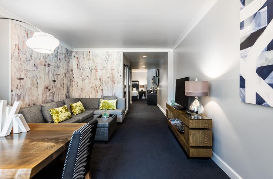 Motif_Guestroom_SuperiorStudioSuite_Living Room
