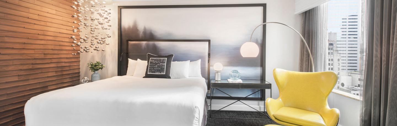 Motif_Guestroom_SignatreWaterViewSuite_Bedroom